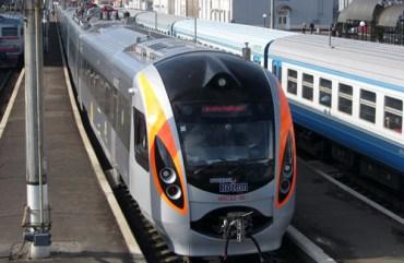 На Різдво і Новий рік з Тернополя до Києва курсуватиме два додаткових потяги