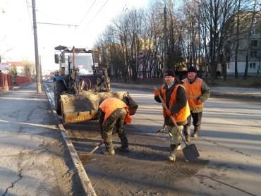 Жахливе прибирання вулиць Тернополя стало нормою за часів Сергія Надала