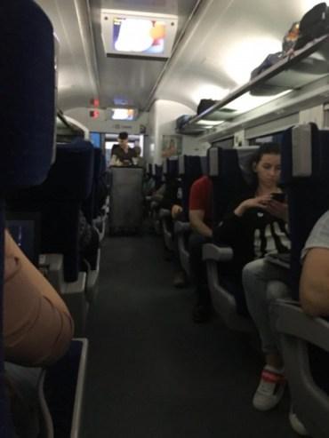 """Чому в поїздах """"Інтерсіті"""" персонал не розмовляє українською мовою?"""