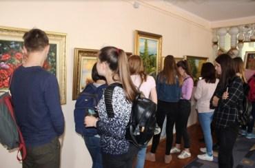 """У Тернопільській обласній бібліотеці для молоді 10 травня відбулося відкриття виставки Михайла Наума """"Поезія у барвах"""""""