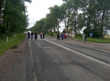 Жителі села Верещаки перекрили трасу Ланівці-Тернопіль через… подешевшання молока