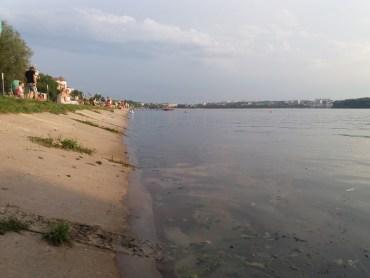 """Вода на тернопільському пляжі """"Циганка"""" й далі жахливо забруднена"""