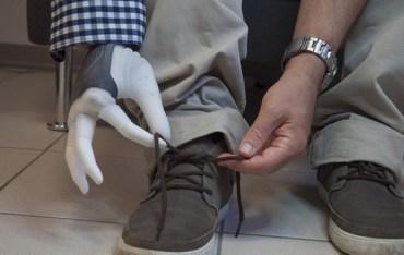 У Швеції вперше підключили протез руки, який дає тактильні відчуття
