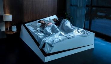 Створено ліжко, яке підсовує партнера на його половину