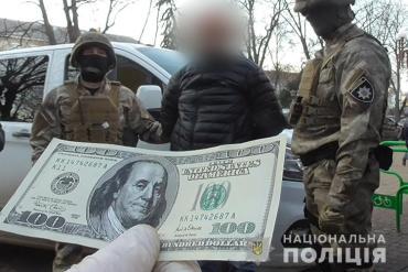 Під час спецоперації правоохоронці Тернопільщини затримали рекетира