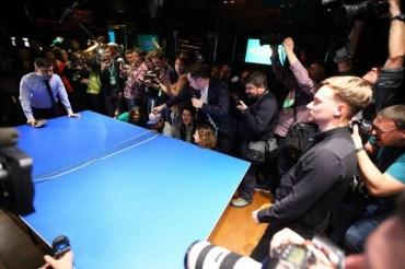 Зеленський програв в настільний теніс журналісту і дотримав слова: дав інтерв'ю