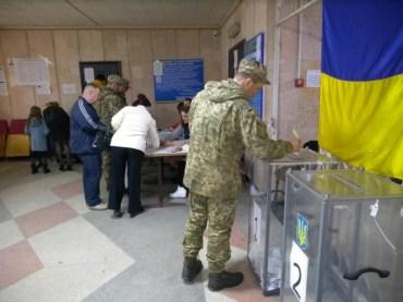 Як у Тернополі голосували військові