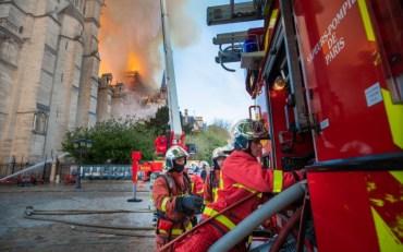 Як пожежні в Парижі врятували Нотр-Дам