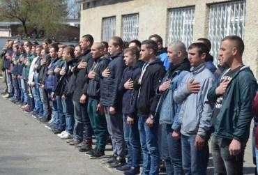 Тернопільщина уже на 70% виконала план призову на строкову військову службу кріпаків