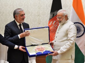 Prime Minister appreciating the mosaic portrait prepared by an Afghan master craftsman