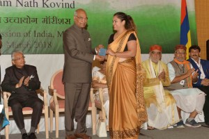 The President, Ram Nath Kovind distributing the OCI cards to several distinguished members of the Indian Diaspora, during Diaspora Events, in Mauritius on March 13, 2018.