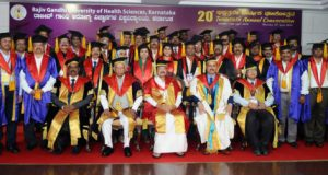VP M. Venkaiah with the Faculty Members of the Rajiv Gandhi University of Health Sciences at their 20th Convocation, in Bengaluru on April 12, 2018.  The Governor of Karnataka, Shri Vajubhai Rudabhai Vala and other dignitaries are also seen.