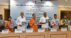 The Union Minister for Agriculture and Farmers Welfare, Radha Mohan Singh releasing the Model Contract Farming and Services (Promotion and Facilitation) Act, 2018, in New Delhi on May 22, 2018. 	The Minister of State for Agriculture & Farmers Welfare and Panchayati Raj, Shri Parshottam Rupala, the Ministers of State for Agriculture and Farmers Welfare, Smt. Krishna Raj and Shri Gajendra Singh Shekhawat and other dignitaries are also seen.