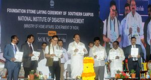 The Vice President, M. Venkaiah Naidu releasing the souvenir at an event to lay the foundation stone for National Institute of Disaster Management, in Kondapavuluru, Andhra Pradesh on May 22, 2018.  The Minister of State for Home Affairs, Shri Kiren Rijiju, the Minister for Law& Justice, Andhra Pradesh, Shri Kollu Ravindra and other dignitaries are also seen.