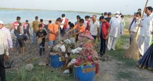 Khadi and Village Industries Commission leading a sanitation drive in Delhi