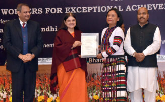 Maneka Sanjay Gandhi presenting the National Awards to Anganwadi Workers for exceptional achievement for the year 2017-18, at a function, in New Delhi on January 07, 2019. Virendra Kumar and the Secretary, Ministry of Women and Child Development, Shri Rakesh Srivastava are also seen.