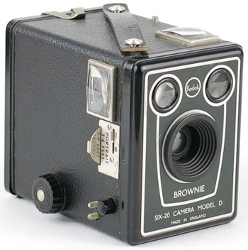 Zdjęcie 7. Źródło: https://www.collectorsweekly.com/stories/3926-brownie-six-20-camera-model-d-export-ver