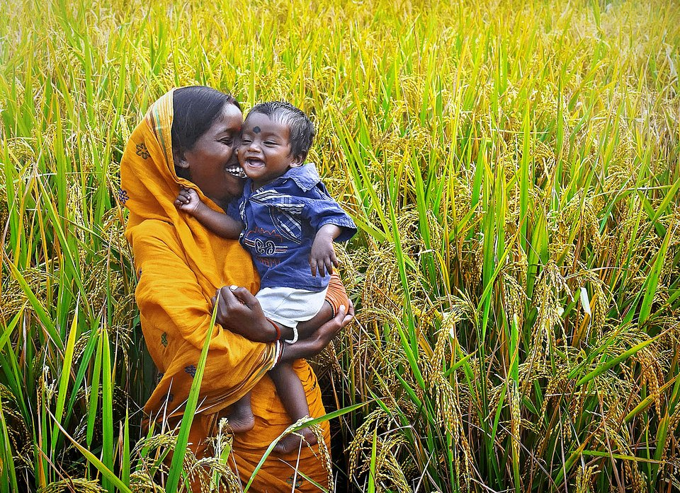 Pure love from a mother and her child in India (Pranab Basak/AGORA images)