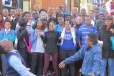 Ronda de baile de negros en el downtown de Pretoria