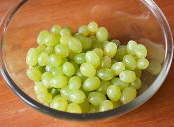 Зеленый фруктовый салат смороженым