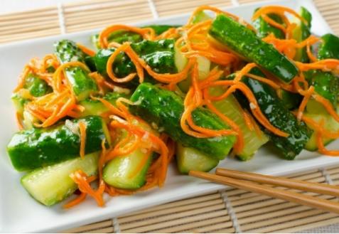 Острый салат изморкови, огурцов иимбиря