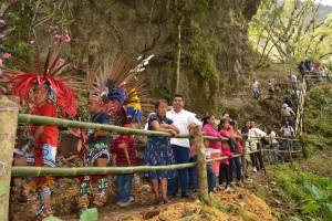 Rinden culto más de 100 montañistas a la Santa Cruz, en San Andrés Tenejapan