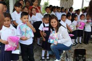 Baldinucci Tejeda Colorado, inicia la entrega de paquetes escolares y uniformes