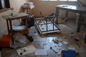 Causan destrozos en Supervisión Escolar por falta de maestros, en Coscomatepec