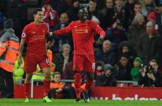 El Liverpool gana a un Arsenal que tira la primera parte