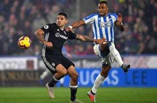 Fulham y Huddersfield, con pie y medio en Championship