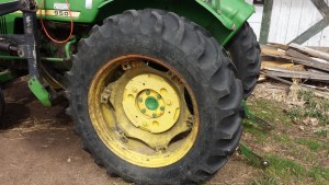 John Deere 950 view of rear rim and tire