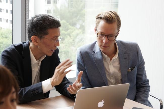 (写真左)HKRITA 最高経営責任者、 エドウィン・ケー  (写真右)H&M Foundation プロジェクトマネージャー、 エリック・バン
