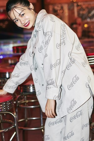 プリントツイルシャツジャケット¥3,999 プリントツイルワイドパンツ¥3,999