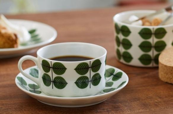 緑色の葉っぱの柄、 〈ベルサ〉シリーズのカップ