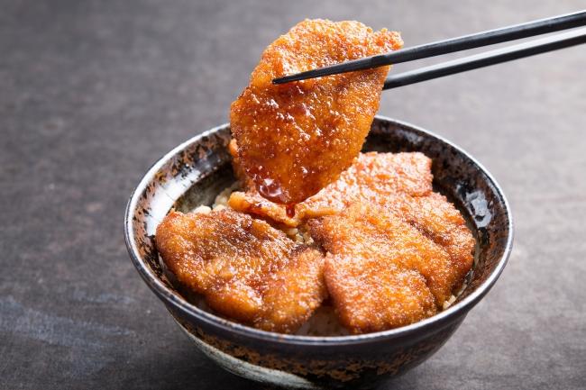 「豚たれカツ丼」:950円(+税)⇒ランチ限定価格850円(+税)