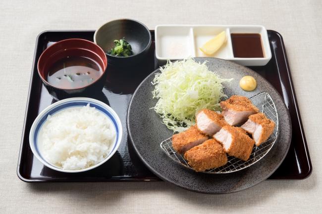 【新メニュー】厚切りロースとんカツ膳 1,180円(+税)