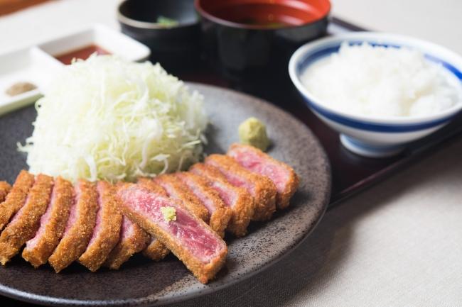 定番を極めた王道。京都勝牛の「牛ロースカツ膳」1,280円(+税)