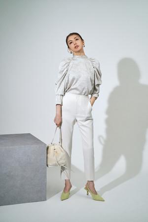 blouse ¥16,000+tax、pants ¥16,000+tax