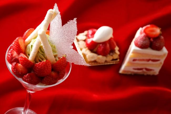 (写真左から)あまおういちごパフェ、あまおういちごタルト、プレミアムショートケーキ