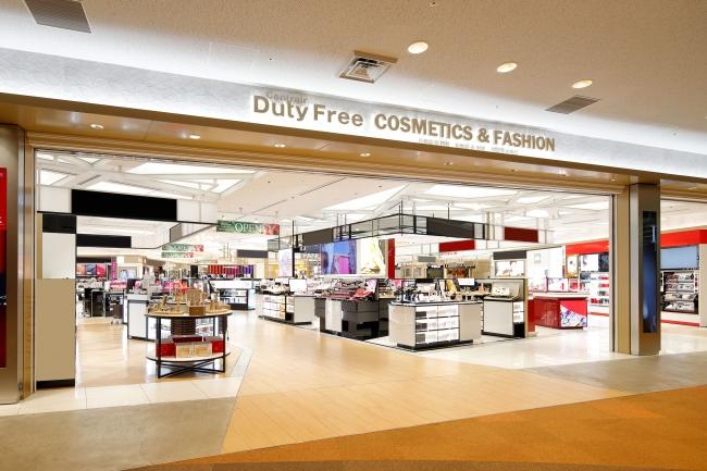 4月25日に開港以来初の全面改装を行った総合免税店Centrair Duty Free コスメ・ファッション店