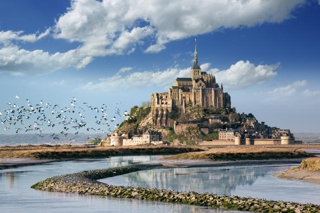 「卒業旅行で行きたい世界遺産」「『大人』の修学旅行で行きたい世界遺産」で共に1位となった「モン・サン・ミシェルとその湾」(フランス)(C)Fotolia(Pixel & Création)
