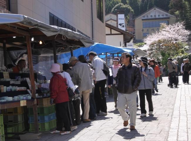 佐賀県伊万里 大川内山「春の窯元市」