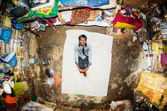 今なおカーストに縛られた一家の部屋(インド)