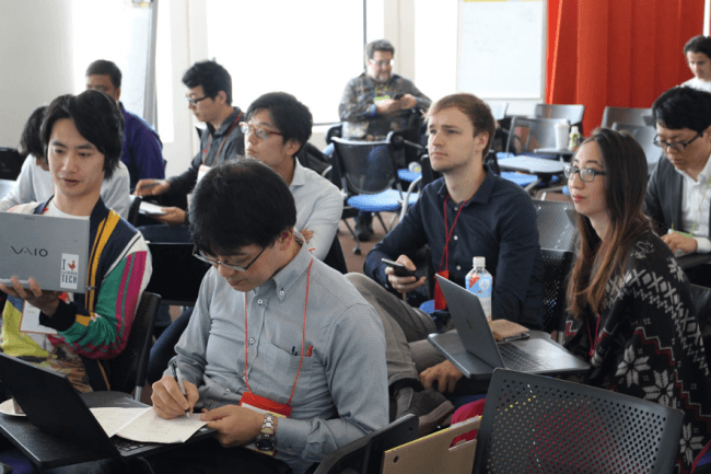 写真:Google Launchpad Accelerator Tokyoに参加中の弊社CEO下地貴明、  CSO山崎はずむ、  Data ScientistのSaraとStef