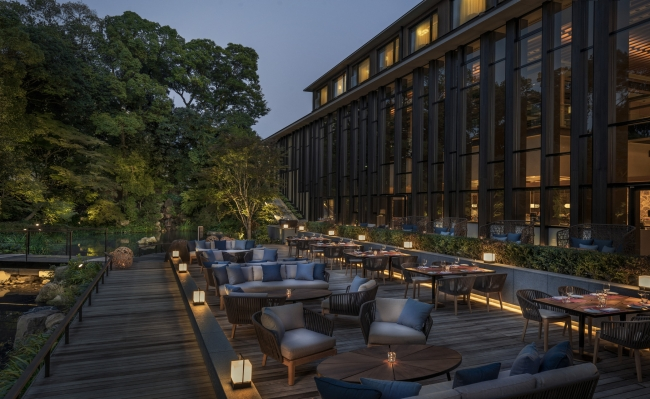 京都らしい風景を眺めながらオープンエアで楽しむ夕べを