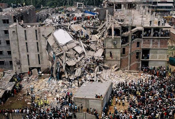 2013年 縫製工場の崩落事故・1,100人の命が失われた/バングラデシュ・ダッカ近郊