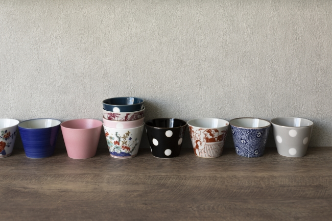 THE KNOT TOKYO Shinjuku のゲストルームでカップとして使用しているマルヒロの波佐見焼 蕎麦猪口 SOBACHOCO