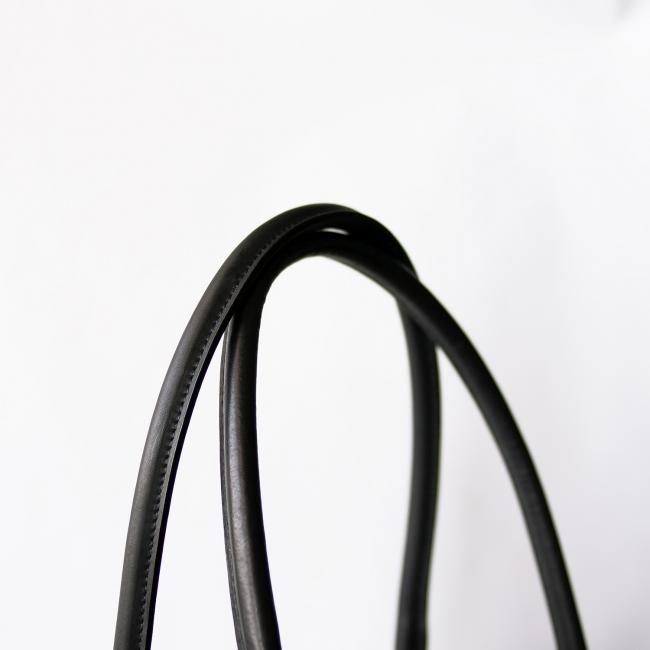 なめらかな栃木レザーのハンドル