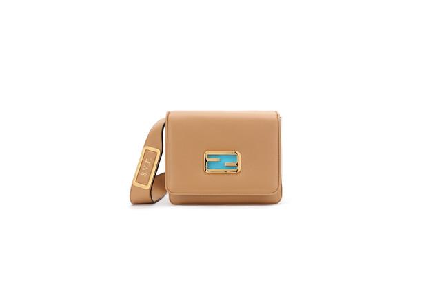 フェンディ ID : 268,000円 H16 x W18.5 x D11cm