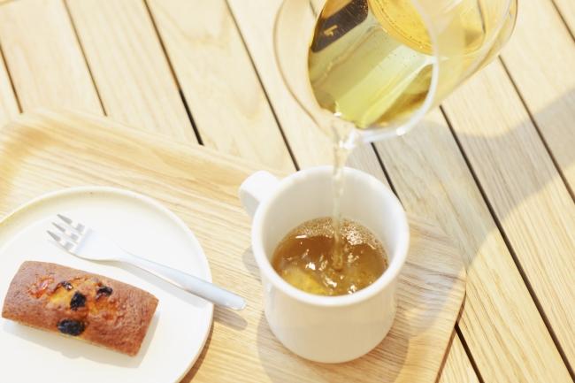 韓国茶(柿の葉茶、  グアバ茶、  よもぎ茶) 各¥700(税抜)  パウンドケーキ(イチジク、  ピーチ、   フルーツミックス) 各¥350(税抜)